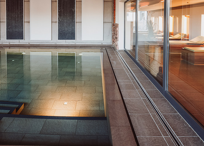 Der warme Wellness-Pool im Ruückgrat Alter Zollhof Freiburg