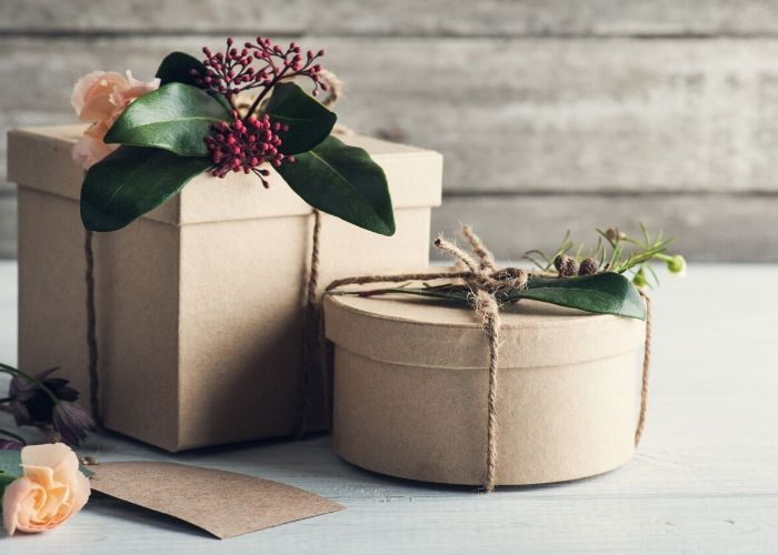 Schuhkarton als nachhaltige Geschenkeverpackung