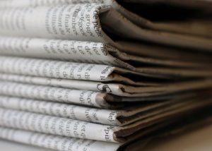 Zeitungspapier als nachhaltiges Geschenkpapier