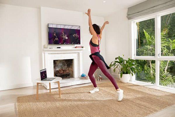Zuhause fit bleiben mit Rückgrat und online kursen von Lesmills