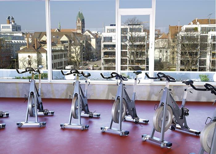 Gruppenkurse im Fitnessstudio Freiburg Stühlinger mit Ausblick